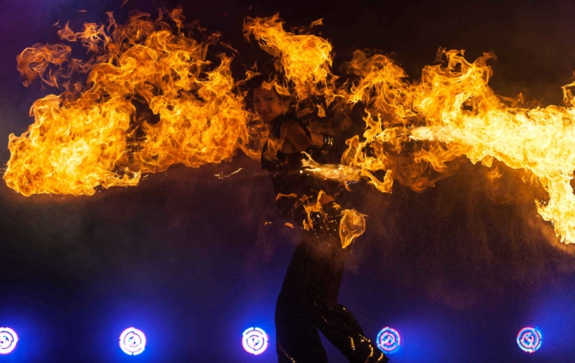 Indoor Feuershow im DOCKS Hamburg