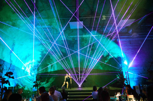 Lasershow und Tanzperformance in der Motorworld Köln